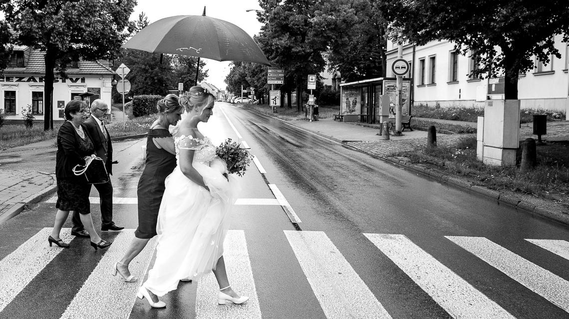 Cesta na obřad - Svatební fotografie