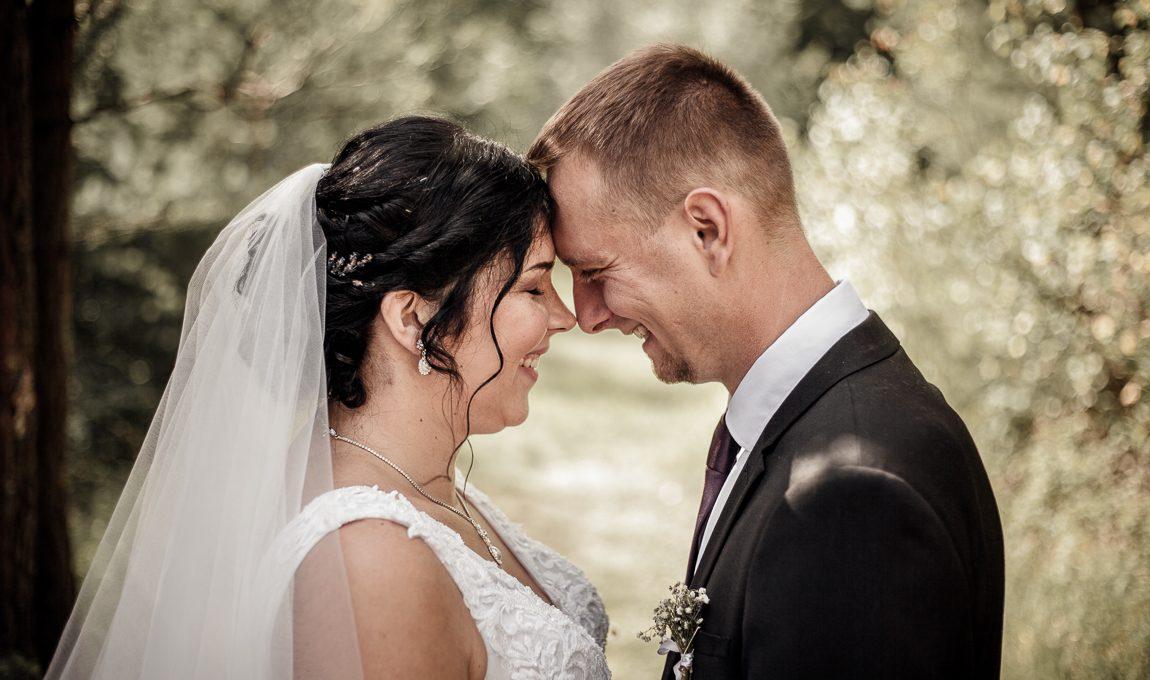 Párové fotky novomanželů - Svatební fotografie
