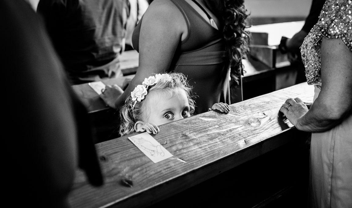 Děti na obřadu v kostele - Svatební fotografie
